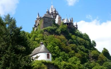 Burg von der anderen Seite..