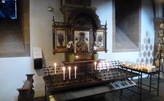 Ein kleiner Altar.
