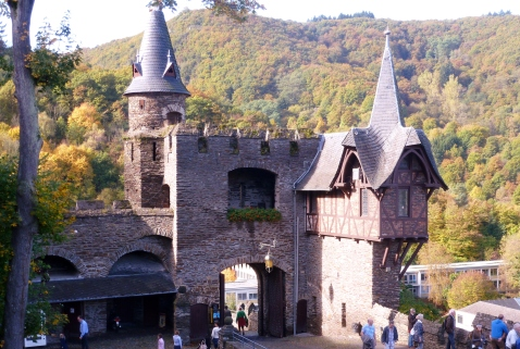 Burg Eingang..